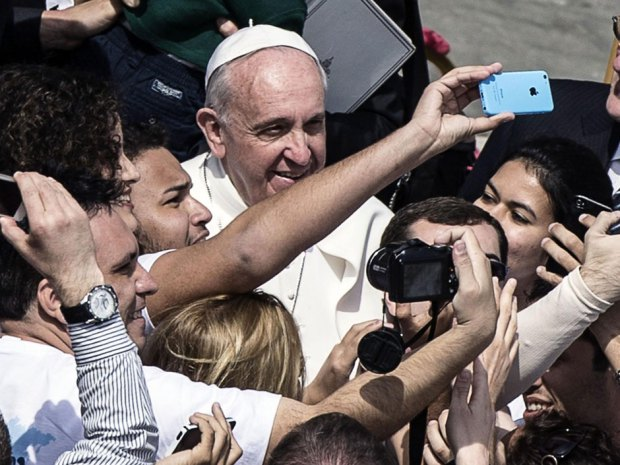Always time for a selfie. 'Devoted fans' of Newpope Bergoglio capture the moment!