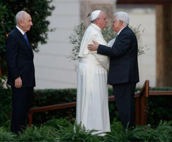 Bergoglio and infidel Palestinian Pres. Mahmoud Abbas embrace