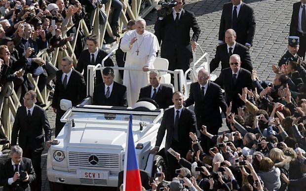 Bergoglio 'Sardine In can' forgoes popemobile