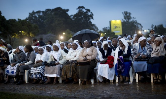 Devoted to Bergoglio…'Newchurch sisters' wait just after dawn in the rain and mud to attend a papal Newmess!